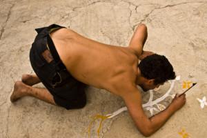 Artista di Londra disegna sul cemento