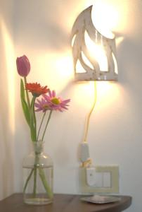 Dettaglio lampada camera di fronte alla cascata del fiume details of the light bb eridu