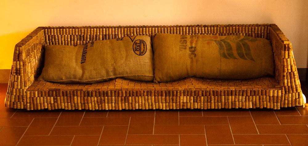 sofa nella stanza dell