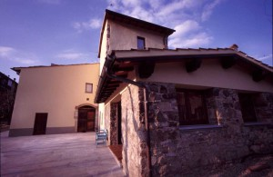 villa in toscana con pietra a vista