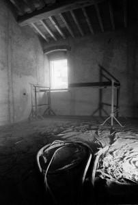fase del restauro del bb eridu fiesole particolare della sabbiatura delle travi in legno